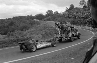 Los mecánicos recuperan el BRM P160B de Jean-Pierre Beltoise
