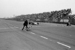 Yarış galibi Jochen Rindt, Lotus 72