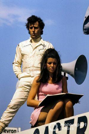 Jackie Oliver con su esposa Lynne
