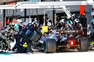 Valtteri Bottas, Mercedes F1 W11, comes in for a stop