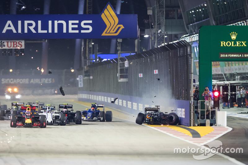 Crash: Nico Hülkenberg, Sahara Force India F1 VJM09