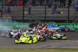 Start: Simon Pagenaud, Team Penske Chevrolet, führt, während Sébastien Bourdais, KV Racing Technolog