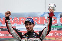 Podio: il vinctore Jehan Daruvala, Josef Kaufmann Racing