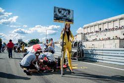 grid girl, Ben Barnicoat, HitechGP Dallara F312 - Mercedes-Benz