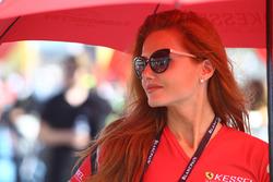 Hermosa chica de Kessel Racing