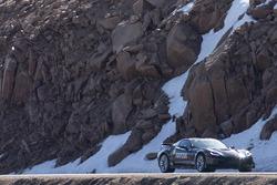 Sam Schmidt fährt eine Chevrolet Corvette auf zum Pikes Peak