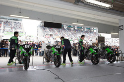 Team Green garage atmosphere