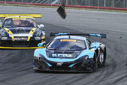 #6 K-Pax Racing McLaren 650S GT3: Austin Cindric after contact