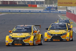 Nicky Catsburg, LADA Sport Rosneft, Lada Vesta; Hugo Valente, LADA Sport Rosneft, Lada Vesta; Gabrie
