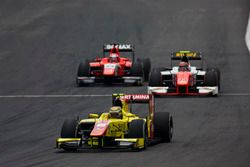 Sean Gelael, Pertamina Campos Racing leads Daniel de Jong (NED, MP Motorsport and Nabil Jeffri, Arde