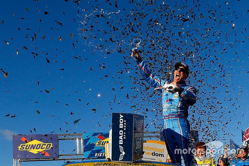 Ganador de la carrera: Kevin Harvick, Stewart-Haas Racing Chevrolet