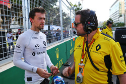 (L to R): Jolyon Palmer, Renault Sport F1 Team with Julien Simon-Chautemps, Renault Sport F1 Team Ra