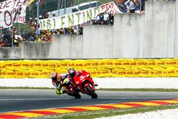 Max Biaggi, Marlboro Yamaha Team; Valentino Rossi, Repsol Honda Team