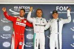 Le poleman Nico Rosberg, Mercedes AMG F1 Team, le deuxième, Sebastian Vettel, Ferrari, le troisième, Valtteri Bottas, Williams