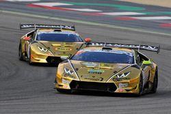 Lamborghini Huracan #107, Tanca-Comi, Raton Racing, in lotta con la Lamborghini Huracan #108 D'Amic