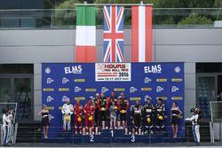 Les vainqueurs en GTE, #66 JMW Motorsport Ferrari F458 Italia: Rory Butcher, Robert Smith, Andrea Bertolini