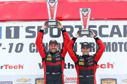 Podium: ganadores #31 Action Express Racing Corvette DP: Eric Curran, Dane Cameron
