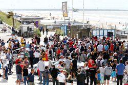 DTM-Fahrer am Strand von Zandvoort