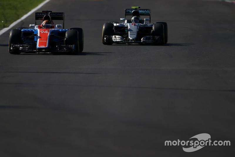 Pascal Wehrlein, Manor Racing MRT05; Nico Rosberg, Mercedes AMG F1 W07 Hybrid