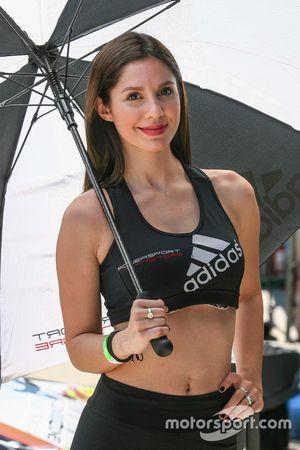 Chicas de Paddock Adidas Powersport