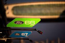 Таблички для экипажей #66 Ford Chip Ganassi Racing Team UK Ford GT: Оливье Пла, Штефан Мюкке; и #67