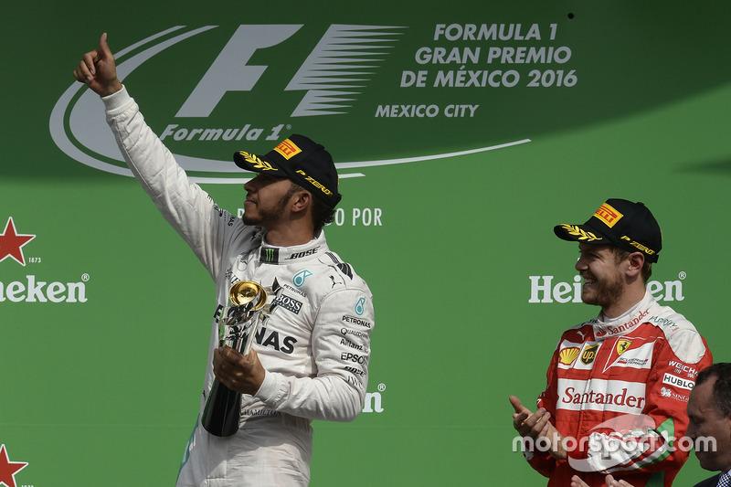 Podio: ganador de la carrera Lewis Hamilton, Mercedes AMG F1, tercer lugar Sebastian Vettel, Ferrari