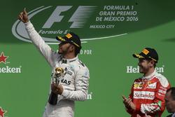 Podium: 1. Lewis Hamilton, Mercedes AMG F1; 3. Sebastian Vettel, Ferrari
