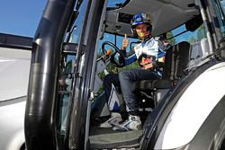 Andreas Mikkelsen, Volkswagen Motorsport with a competition tractor