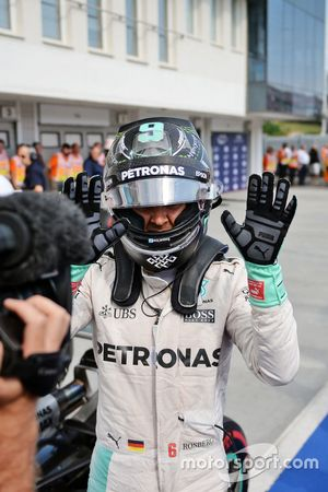 Nico Rosberg, Mercedes AMG F1 viert zijn pole in parc ferme