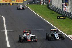 Esteban Gutierrez, Haas F1 Team VF-16 en Sergio Perez, Sahara Force India F1 VJM09