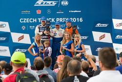 Podium: Race winner Jochen Hahn, MAN; second place Adam Lacko, Freightliner, third place Sascha Lenz, MAN