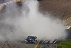 Il vincitore della gara Denny Hamlin, Joe Gibbs Racing Toyota