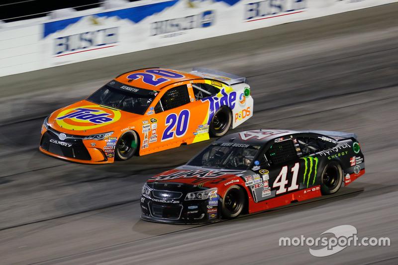 Matt Kenseth, Joe Gibbs Racing Toyota, Kurt Busch, Stewart-Haas Racing Chevrolet