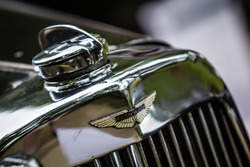 Classic Grand Tour: Aston Martin логотип