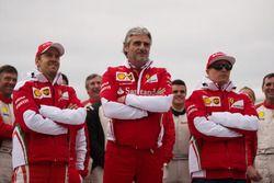 Sebastian Vettel, Ferrari con Maurizio Arrivabene, director del equipo Ferrari y Kimi Raikkonen, Fer