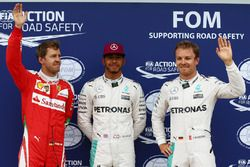 Le poleman Lewis Hamilton, Mercedes AMG F1 W07, le deuxième, Nico Rosberg, Mercedes AMG Petronas F1 W07 et le troisième, Sebastian Vettel, Scuderia Ferrari SF16-H