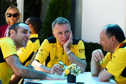Cyril Abiteboul, Renault Sport F1 Managing Director, Bob Bell, Renault Sport F1 Team Chief Technical