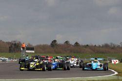 Start action: Enzo Bortoleto, Double R Racing leads