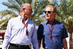 Ron Dennis, Président Exécutif de McLaren et Jonathan Palmer