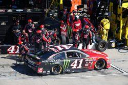 Kurt Busch, Stewart-Haas Racing Chevrolet pit actie