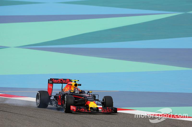 Daniil Kvyat, Red Bull Racing RB12 bloquea los frenos