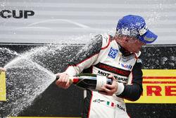 Podium: 1. Matteo Cairoli, feiert mit Champagner