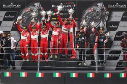 Podio Am Cup: primo posto Jean-Luc Beaubelique, Maurice Ricci, Gilles Vannelet, AKKA ASP, secondi P