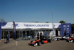 Harrison Newey, Van Amersfoort Racing, Dallara F312 – Mercedes-Benz; Pedro Piquet, Van Amersfoort Ra