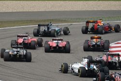 Sebastian Vettel, Ferrari SF16-H et Kimi Raikkonen, Ferrari SF16-H se touchent au départ