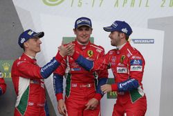 Davide Rigon, Sam Bird, AF Corse sur le podium