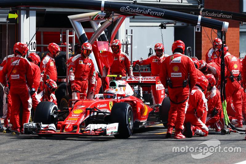 Kimi Raikkonen, Ferrari SF16-H fa un pit stop