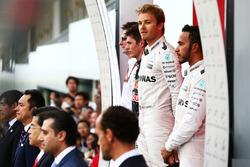 Podio de izquierda a derecha: Max Verstappen, Red Bull Racing, segundo; Nico Rosberg, Mercedes AMG F
