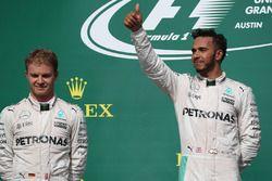 Podium: 2. Nico Rosberg, Mercedes AMG F1 und 1. Lewis Hamilton, Mercedes AMG F1