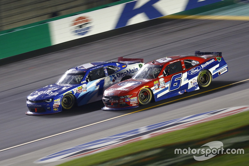 Elliott Sadler, JR Motorsports Chevrolet, Darrell Wallace Jr., Roush Fenway Racing Ford